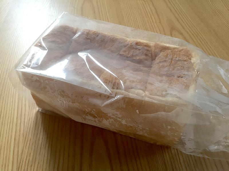 写真:焼きたてほやほやの食パン